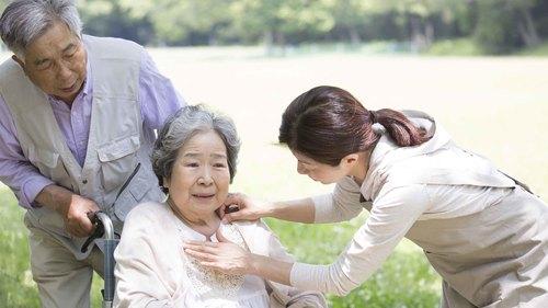 高齢者のこころを動かす「化粧活動」の効果と注意点とは!?