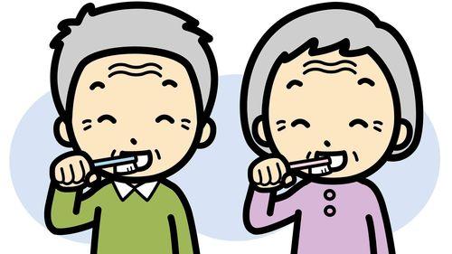 高齢者の口腔ケアの目的と効果【介護スタッフの基礎知識】