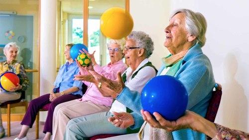 高齢者向けボール体操 全14種類【椅子に座ってできる体操編】