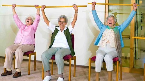 高齢者のリハビリ向けの棒体操をご紹介!