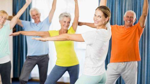 立って出来る介護予防体操 下肢筋力向上や体幹バランスに効果的な運動