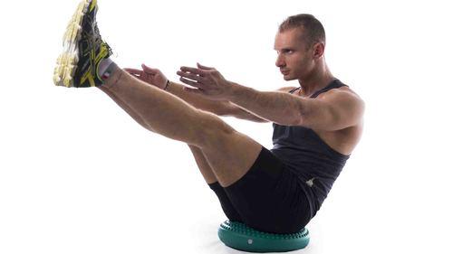 バランスディスクを使用して体幹・腹筋トレーニングをしよう!
