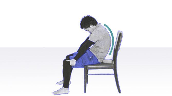 高齢者向け座位での体操|胸のストレッチ
