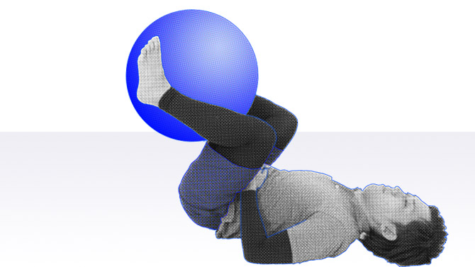 バランスボールでレッグレイズと呼ばれる腹筋の下部の筋力トレーニング1