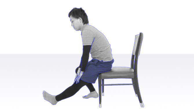 高齢者向け体操|太ももの裏ハムストリングスのストレッチ