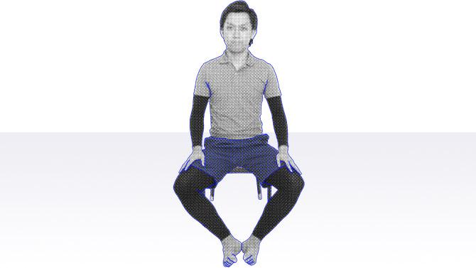椅子座位での体操 内ももに付着する内転筋のストレッチ