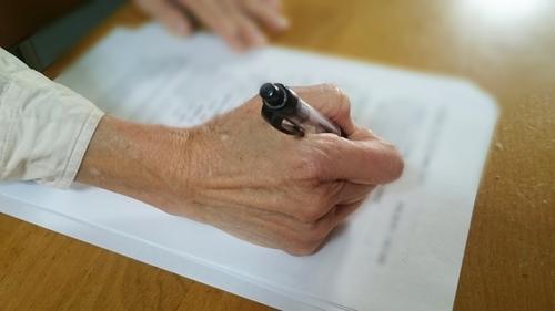 要介護認定が決定する前に暫定ケアプランを作成する場合は居宅サービス計画作成依頼届を提出