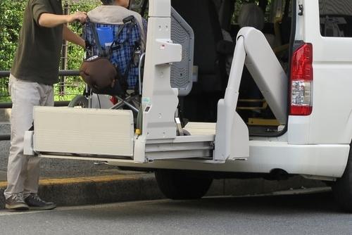 送迎業務のために福祉車両の操作方法・安全管理マニュアル