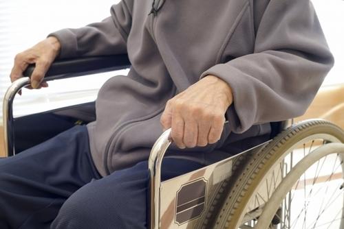 デイサービスに車椅子で通所していて歩行の必要性に気づけていなかった事例