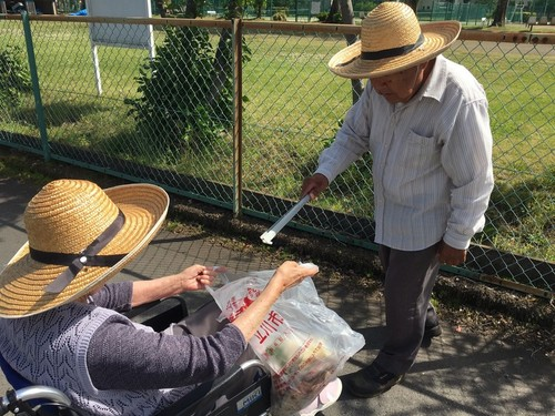 デイサービスむすび様 地域のゴミを拾う役割活動